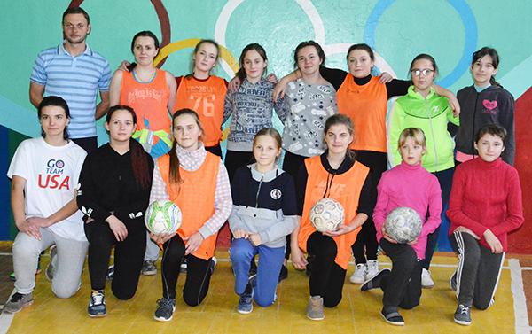 Ульяна, Аня, Насця і яшчэ дванаццаць дзяўчат хочуць гуляць у футбол