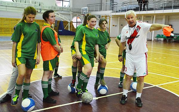 Майстар-клас для юных футбалістак