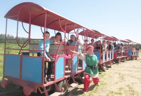 Экскурсія ў фальварак каралеўскіх буякоў